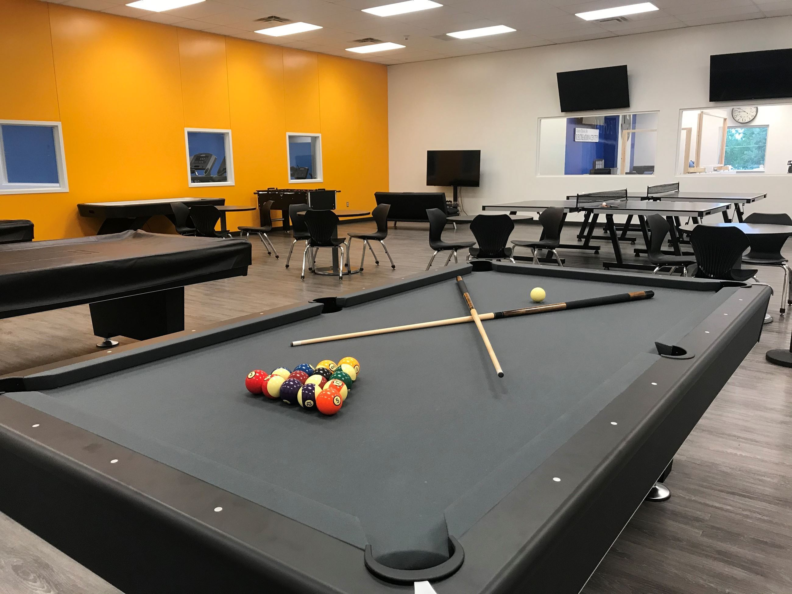 Game room-pool